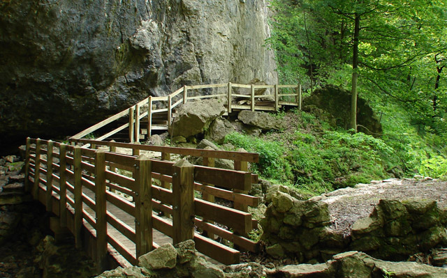 Maquoketa Caves State Park Trail